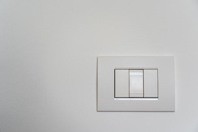 moderní bílý vypínač