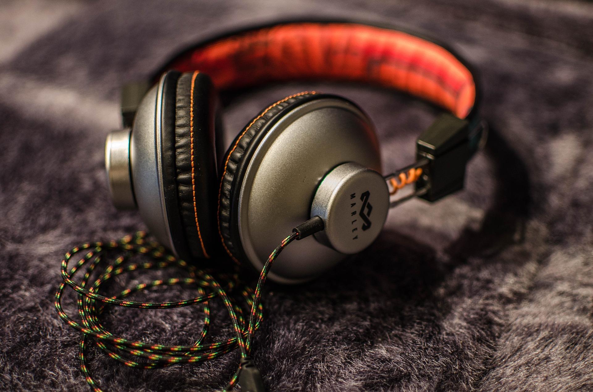 sluchátka na uši